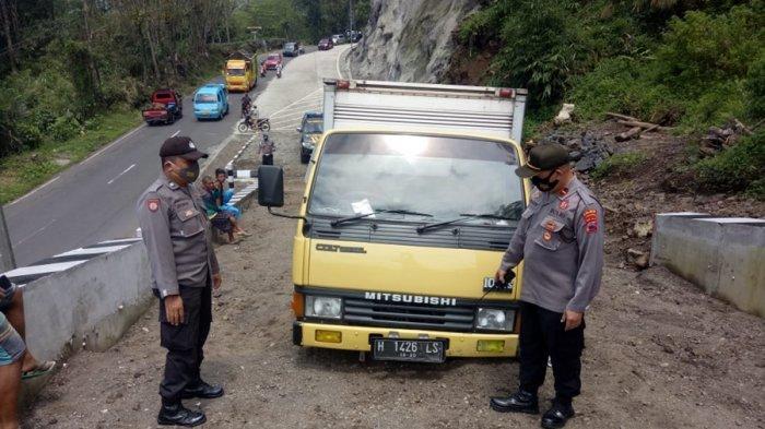 Truk Boks Alami Rem Blong di Karangreja Purbalingga, Sopir Banting Setir ke Jalur Penyelamat
