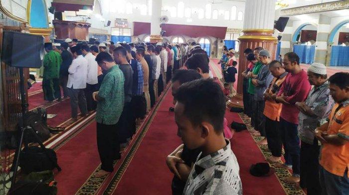 Pemkab Banyumas Perbolehkan Salat Tarawih Berjemaah di Masjid: Anak-anak dan Lansia Tetap di Rumah