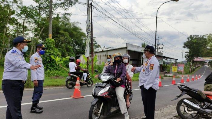 'Jateng di Rumah Saja' Hari Pertama di Wilayah Perbatasan Banyumas, Banyak Kendaraan Putar Balik