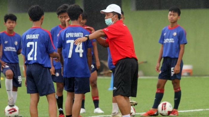 Jaya Hartono sudah mulai menangani tim Safin Pati Football Academy (SPFA), Kabupaten Pati, Kamis (28/1/2021).