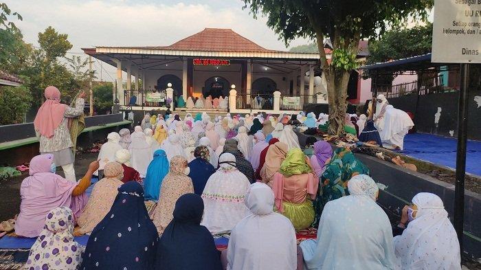 Jemaah Islam Aboge Purbalingga Rayakan Idulfitri Hari Ini, Salat Id Dijaga Ketat Satgas Covid-19