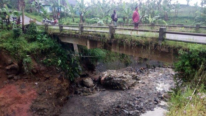 Tiang Jembatan Ambrol di Penusupan Banjarnegara, Hanya Motor dan Pejalan Kaki yang Boleh Melintas