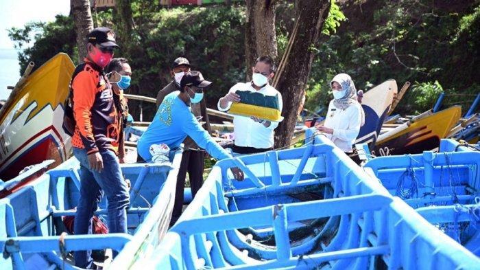 Lima Kapal Nelayan Rusak Dihantam Ombak, Masih Bersandar di Pesisir Pantai Pedalen Kebumen