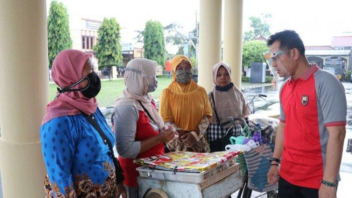 Kini Kapolres Kebumen Borong Semua Dagangan Pedagang Patuh Protokol Kesehatan