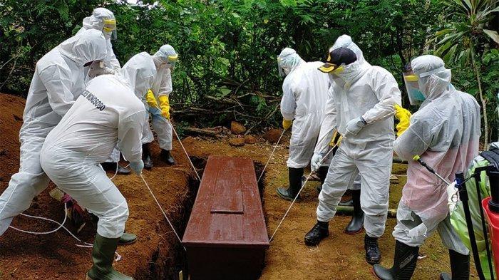 Kapolres Wonosobo Pimpin Anak Buahnya Kubur Jenazah dengan SOP Pemakaman Pasien Korban Corona
