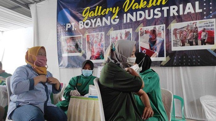 Percepat Vaksinasi Buruh, Polda Jateng Kirim 3000 Vaksin bagi Karyawan Pabrik Wig di Purbalingga