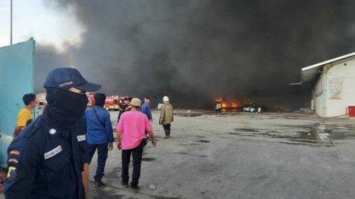Pabrik Polytron di Sayung Demak Terbakar