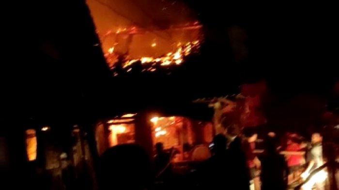 Kebakaran Pasar Sukorejo Kendal, Api Diduga Muncul dari Warung Makan, 12 Kios Ludes Terbakar