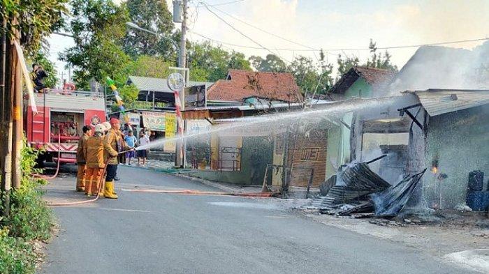 Api Tiba-tiba Nyambar Pom Mini di Banyumanik Semarang, Dua Warga Dilarikan ke Rumah Sakit