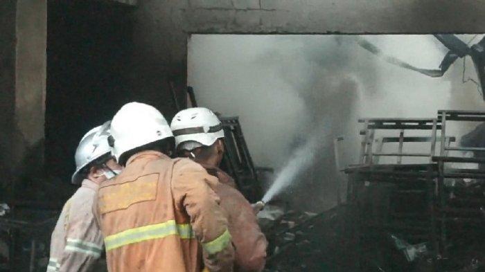 Gudang Alat Produksi Roti di Pedurungan Semarang Terbakar, 3 Motor dan 1 Mobil Ikut Ludes