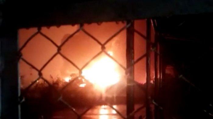 Kebakaran kilang di Pertamina RU IV Cilacap, Jumat (11/6/2021) malam.