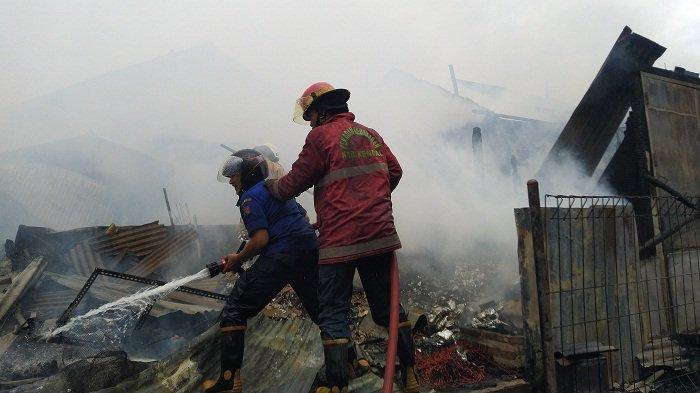 Belasan Kios di Pasar Srogo Brangsong Kendal Ludes Terbakar, Api Terlihat Muncul dari Kios Bakso