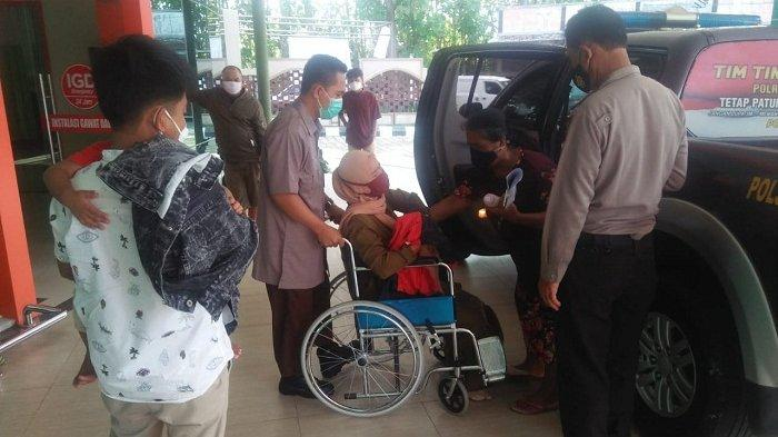 Gara-gara Buka Pintu, Pengemudi Honda Jazz di Purbalingga Picu Kecelakaan. Sekeluarga Dibawa ke RS