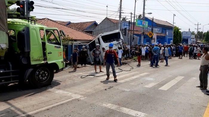 Kecelakaan Karambol di Karangkandri Cilacap, Truk Pengangkut Batubara Diduga Alami Rem Blong