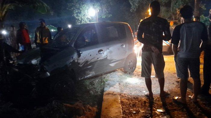 Mobil Hilang Kendali Tabrak Pagar Makam di Karanganyar, Diduga Pengemudi Masih Terpengaruh Miras