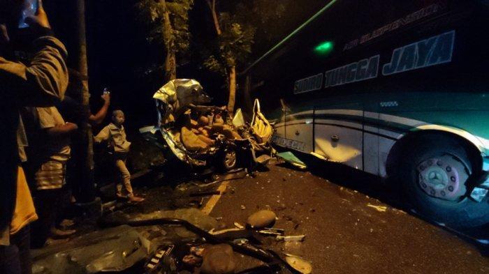Kecelakaan Beruntun Terjadi di Sokaraja Banyumas, Satu Bus Tiga Mobil, Polisi Sempat Kewalahan