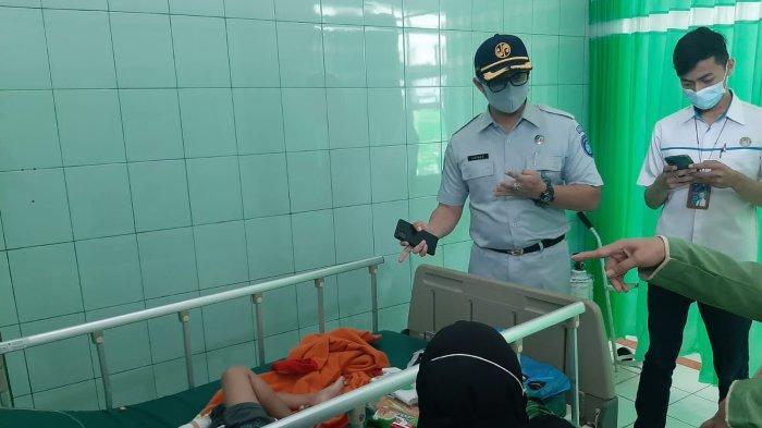 Kepala Kantor Pelayanan Jasa Raharja Wangon memastikan Jaminan Kepada Keluarga Korban Laka Lantas di RSI Siti Fatimah Cilacap