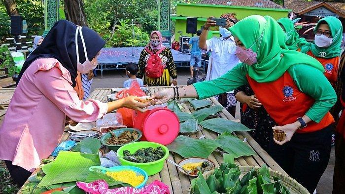 Cari Makanan Tradisional Kudus? Datang Saja ke Sarguge Desa Menawan, Hadir setiap Minggu Wage