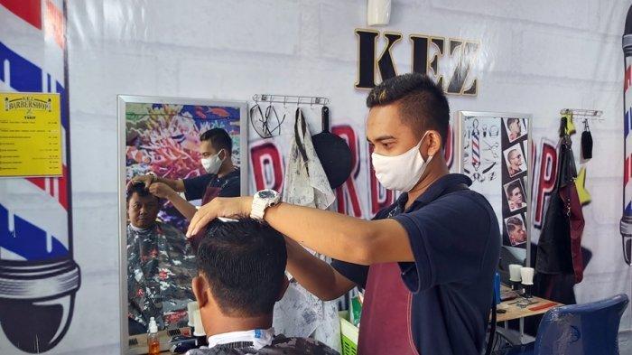 Korban PHK Rintis Usaha Potong Rambut di Kota Tegal, Sehari Bisa Dapat 10 Pelanggan