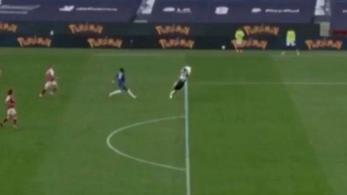 Heboh Kiper Arsenal Emiliano Martinez Menangkap Bola di Luar Kotak Penalti, Wasit Berkata Lain