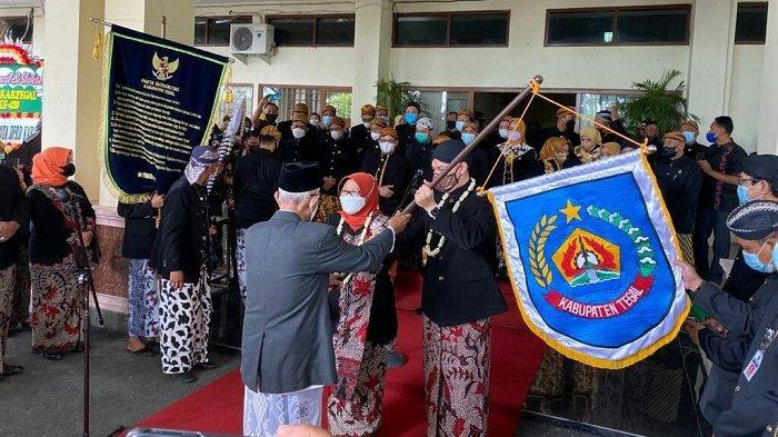 Puncak Perayaan Hari Jadi Kabupaten Tegal Ditandai Kirab Pataka, Seluruh Peserta Pakai Masker