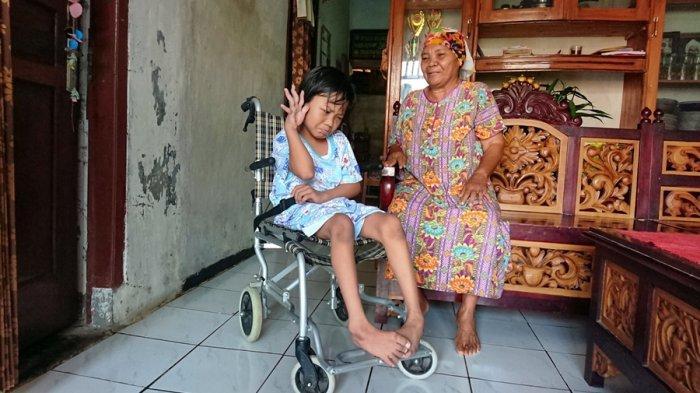 Kirana Layak Jadi Pioner Pendidikan di Pemalang, Semangat Bersekolah Meski Fisik Terbatas