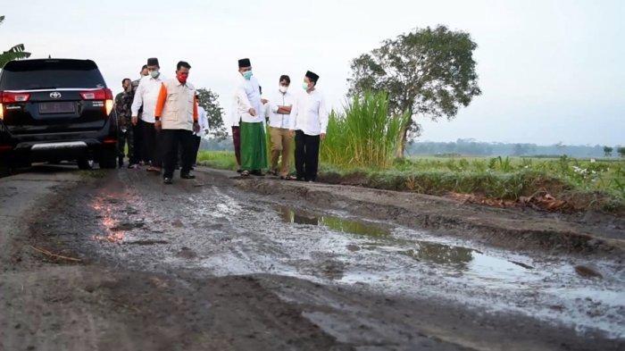 Bupati Kebumen Minta Warga Bisa Tetap Bersabar, Perbaikan Jalan Rusak Dilakukan Bertahap
