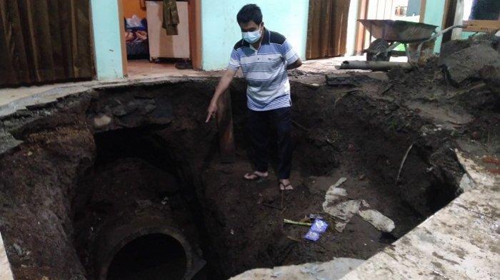 Lantai Rumah Warga Parakan Temanggung Ambles dan Muncul Air, Ternyata Ada Gorong-gorong Pecah