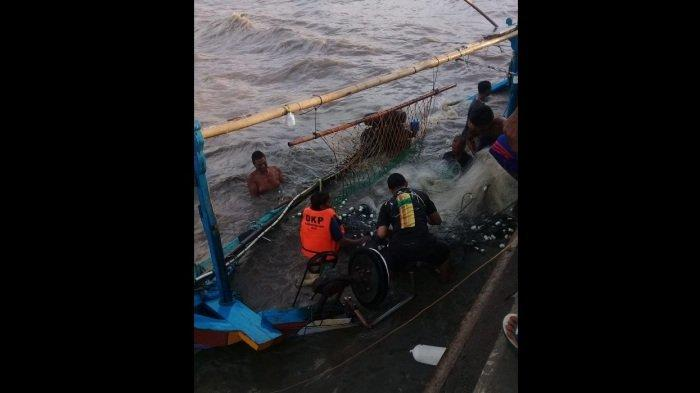 Gelombang Tinggi Mulai Mengancam: 5 Kapal Nelayan di Pati Tenggelam, Ditambat di Dermaga Banyutowo