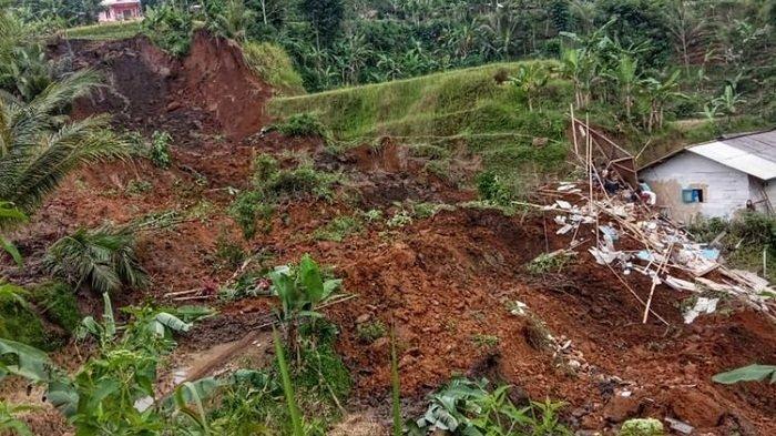Balita di Sukabumi Tewas Tertimpa Longsor saat Berkunjung ke Rumah Nenek, 2 Lainnya Alami Luka-luka
