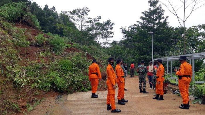 Akses Jalan di Wadasmalang Kebumen Tertutup Material Longsor
