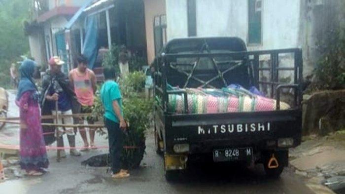DPU Segera Tangani Lubang Menganga di Desa Kalibombong Banjarnegara