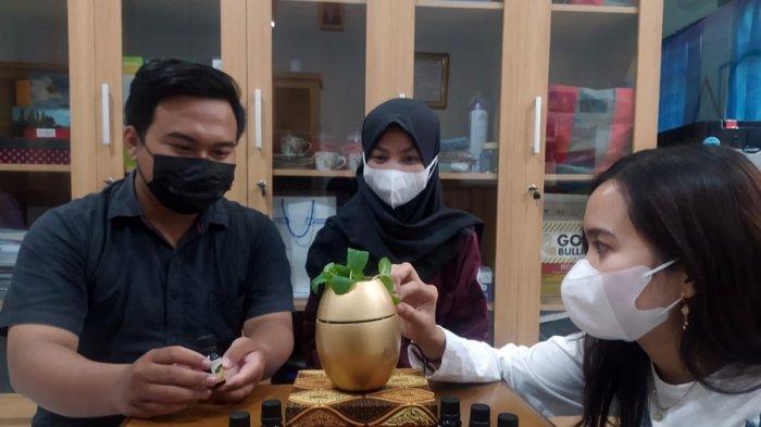 Tiga Mahasiswa Asal Kudus Ini Bikin Magnetic Pot, Sudah Dilengkapi Aroma Terapi, Ini Keunggulannya