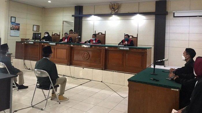 Divonis Bersalah, 4 Mahasiswa Penolak UU Cipta Kerja di Gubernuran Jateng Dihukum Percobaan 6 Bulan