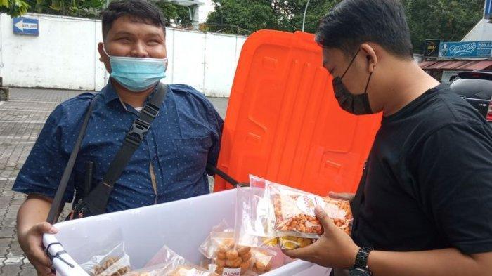 Inspiratif, Mahasiswa Tunanetra Asal Bebres Semangat Jualan Snack di Sela Kuliah di UIN Yogyakarta