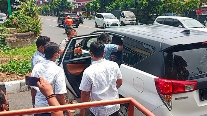 Sambut Kedatangan Presiden Jokowi Lewat Cara Bentangkan Poster, 7 Mahasiwa UNS Diamankan Polisi