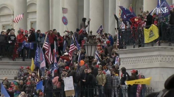 Tak Ingin Perlemen Sahkan Kemenangan Joe Biden, Pendukung Trump Serbu Capitol, 1 Tewas Tertembak