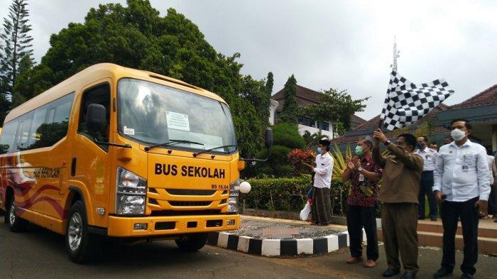 Bantu Kebutuhan Transportasi Santri di Temanggung, Kemenhub Berikan Minibus, Kapasitas 18 Penumpang