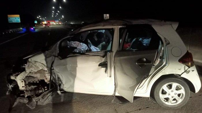 Hindari Serudukan, Honda Brio Malah Ringsek Tabrak Mobil Lain di Tol Batang-Semarang di Kendal