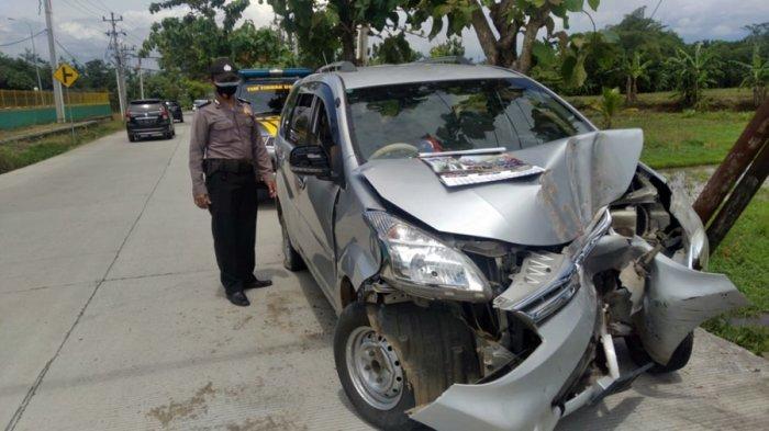 Mobil Pecah Ban, Oleng dan Tabrak Tiang Telepon di Purbalingga, Penumpang Santri Ponpes An Zuhri