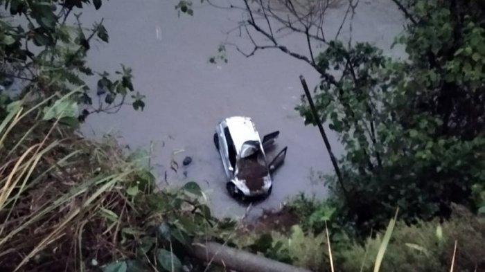 Kecelakaan Mobil Terjun Bebas ke Sungai Galuh Wonosobo, Dua Penumpang Dirawat di RSUD