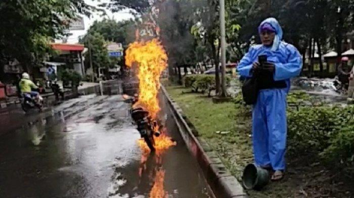 Mega Pro Terbakar di Depan Kampus USM Kota Semarang, Saksi: Motor Distater saat Tutup Bensin Terbuka