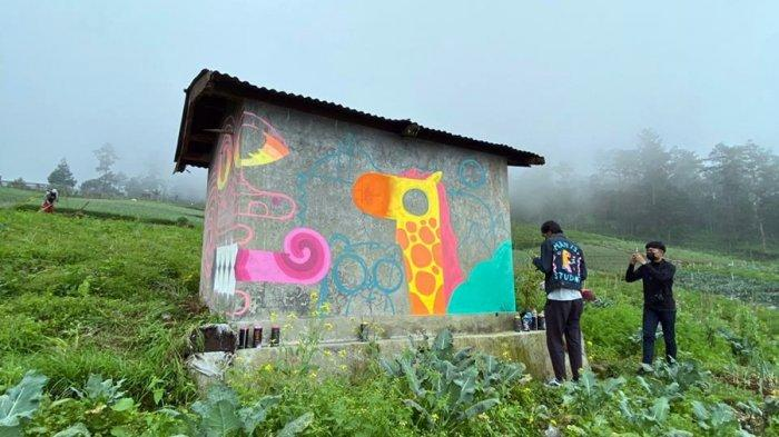 Mural Gubuk Perkebunan Warga di Tawangmangu Karanganyar, Digarap Komunitas Senyum Manis