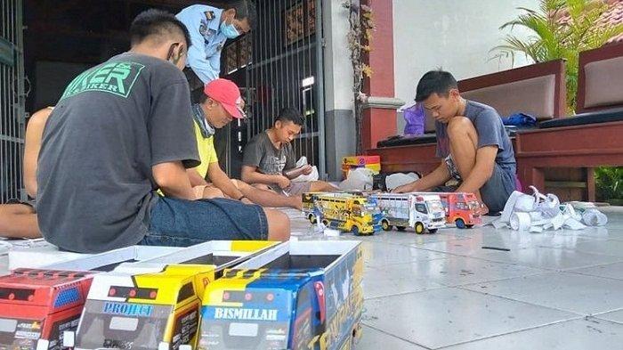 Napi Rutan Purbalingga Diajak Memproduksi Truk Oleng Mainan Anak-anak, Dijual Rp 100 Ribu/Buah