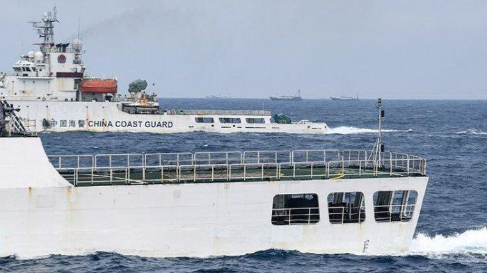 Detik-detik 3 Kapal Perang Indonesia Usir 30 Kapal Ikan China yang Dikawal Coast Guard Keluar Natuna