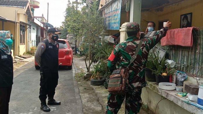 Tentara Ikut Blusukan ke Permukiman di Karanganyar, Warga Isolasi Mandiri Diberi Obat-obatan