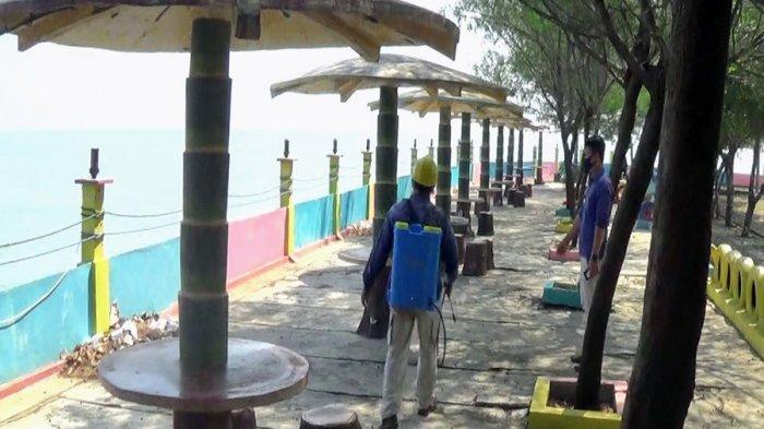 Pantai Cahaya Kendal Sudah Dibuka, Pengunjung Wajib Scan Barcode Saat Beli Tiket