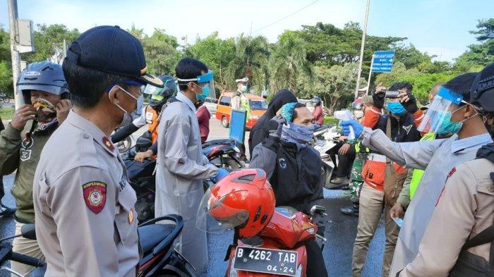 Hendak Menuju Jatim, Bus Asal Jambi Dipaksa Putar Balik di Mangkang Semarang