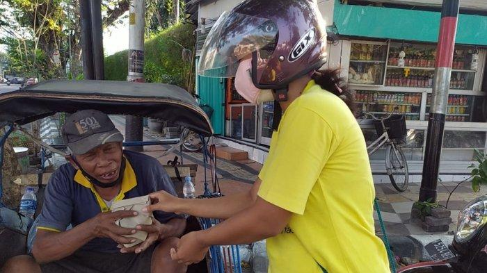 Salut Buat Pasutri Asal Semarang Ini, Bagikan Nasi Bungkus Sepanjang Jalan Protokol
