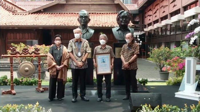 Patung PK Ojong dan Jakob Oetama Diresmikan, Sindhunata: Simbol 'Mikul Dhuwur Mendhem Jero'